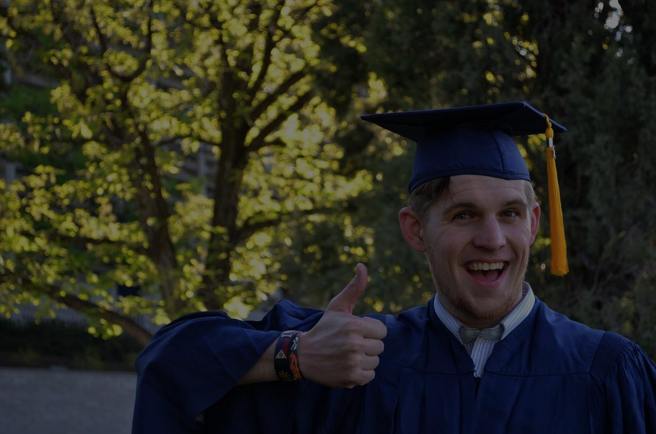 0_graduation-879941_1280